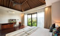 Villa Feronia Bedroom with TV | Ungasan, Bali