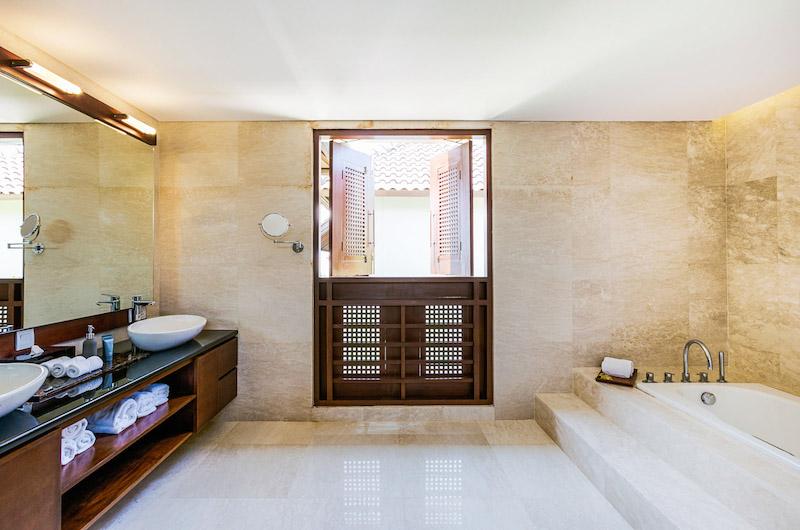 Villa Impian Manis Bathroom with Bathtub | Uluwatu, Bali