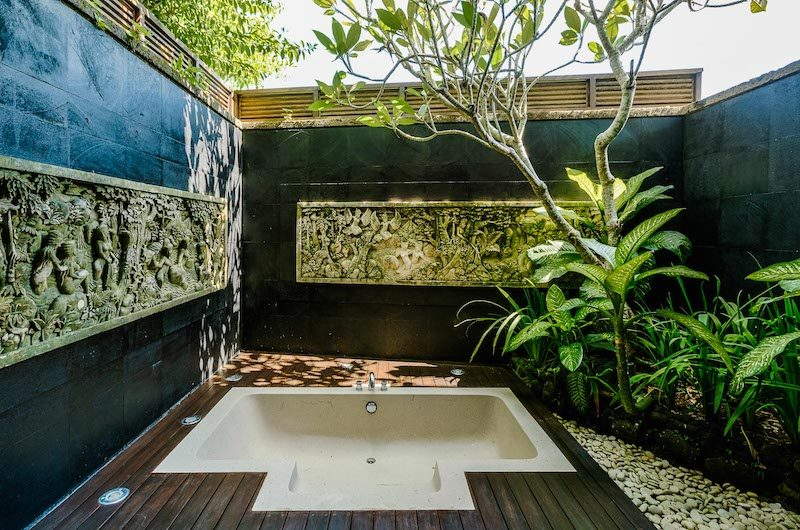 Villa Impian Manis Outdoor Bathtub | Uluwatu, Bali