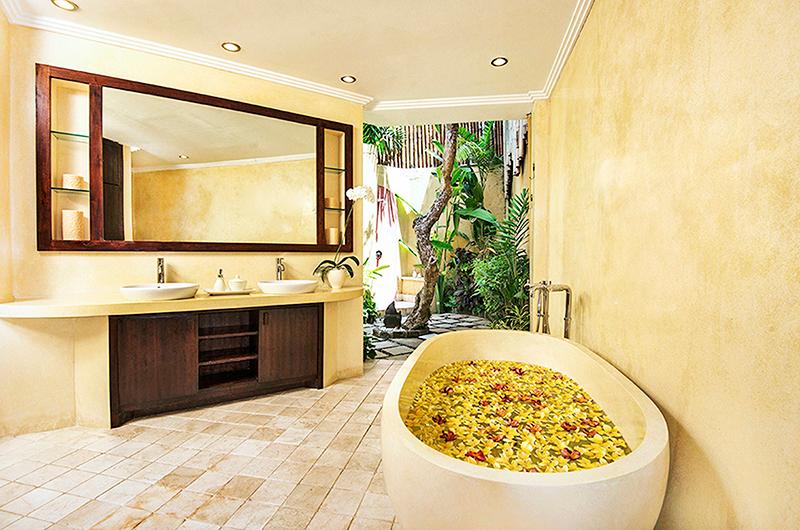 Villa Kubu 4 Bathtub | Seminyak, Bali