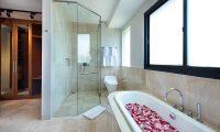 Villa Yamuna Bathroom with Bathtub | Ungasan, Bali