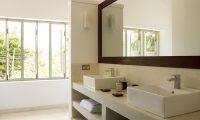 Wijaya Giri Bathroom with Mirror | Koggala, Sri Lanka