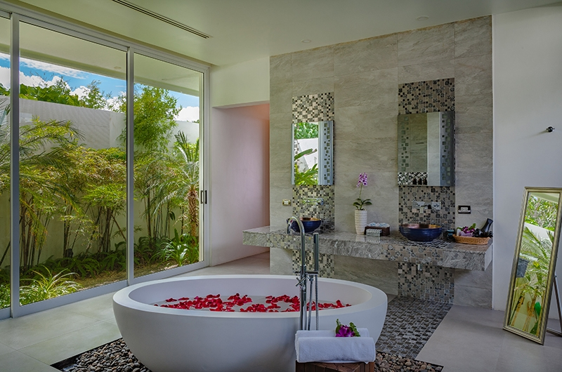 Villa Solaris Bathroom with Bathtub | Kamala, Phuket