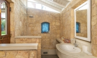 Skye House Bathroom with Shower | Koggala, Sri Lanka