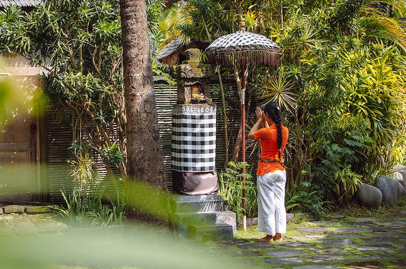 Bali Canggu Villa Zelie Staff Praying