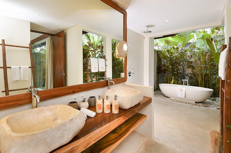 Villa Ku Besar Bathroom with Bathtub   Seminyak, Bali