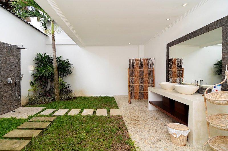 Candi Kecil Empat Outdoor Bathroom   Ubud, Bali