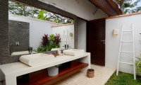 Candi Kecil Empat Bathroom with Mirror | Ubud, Bali