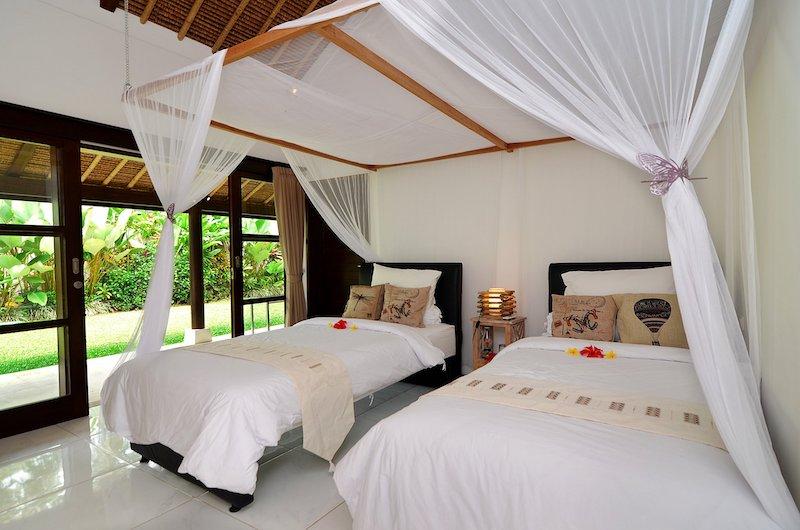 Candi Kecil Empat Twin Bedroom with Lamp   Ubud, Bali