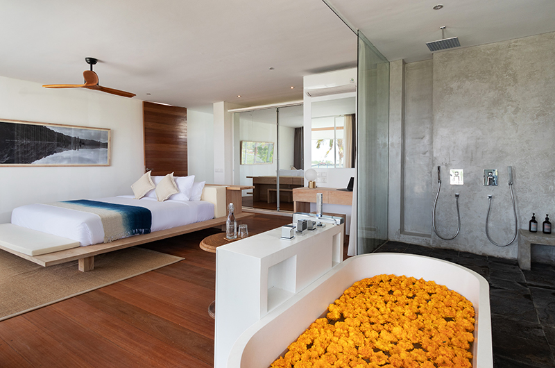 Villa Nedine Bedroom with Bathtub | Canggu, Bali