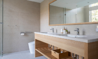 Sakka Rocks Bathroom Area | Hakuba, Nagano