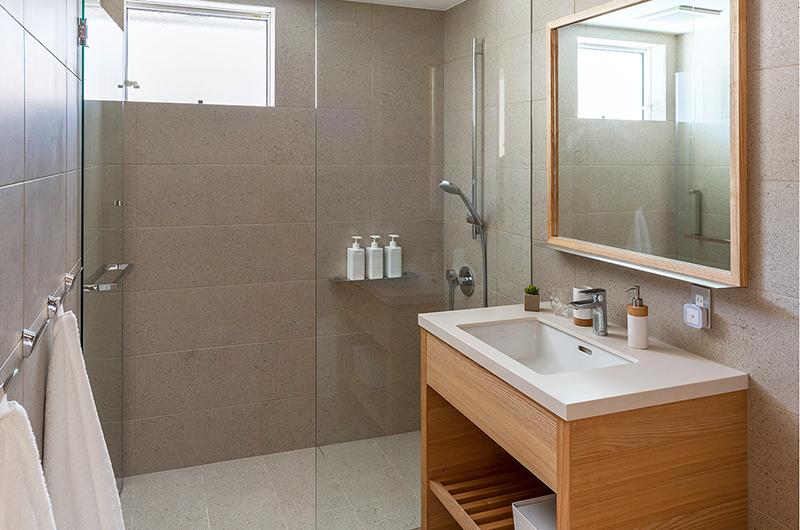 Sakka Rocks Bathroom | Hakuba, Nagano