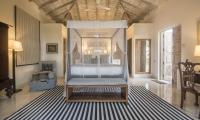 Habaraduwa House Bedroom with Lamps | Koggala, Sri Lanka