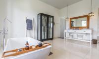 Villa Kusuma Bathtub | Uluwatu, Bali