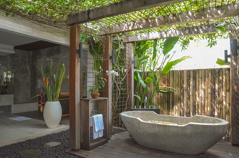 Villa Lumia Fancy Bathtub | Ubud, Bali