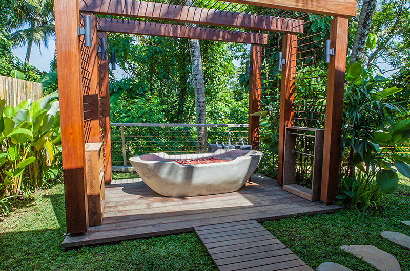Villa Lumia Outdoor Bathtub | Ubud, Bali