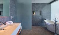 Mandalay Beach Villas Villa Soong Bathroom | Bang Por, Koh Samui