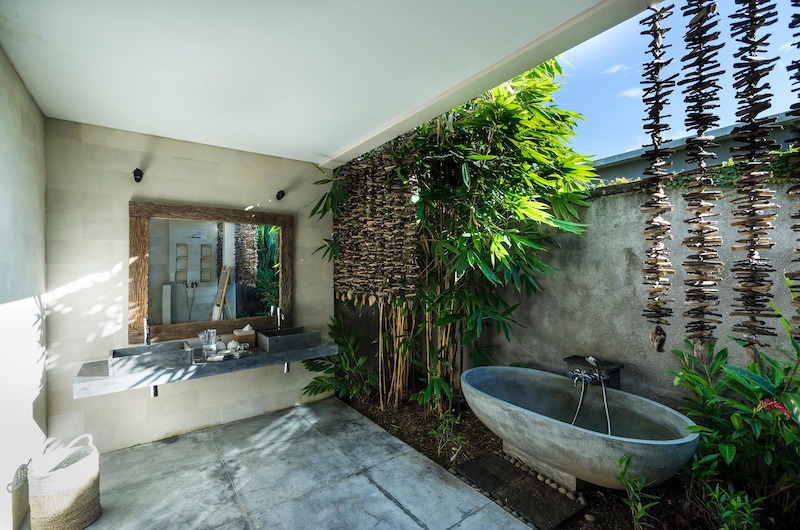 Alami Boutique Villas Three Bedroom Bathtub | Tabanan, Bali