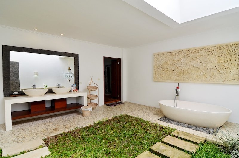 Candi Kecil Villas Bathtub   Ubud, Bali