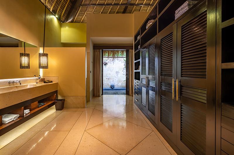 Hidden Palace Master Bathroom | Ubud, Bali