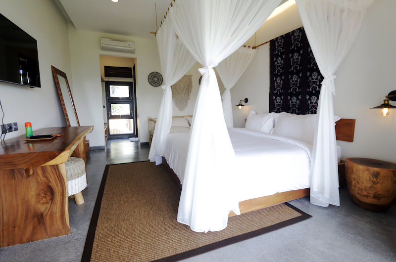 Villa Elite Cassia Bedroom with Painting | Canggu, Bali