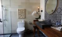 Villa Elite Cassia Batroom Two Area | Canggu, Bali