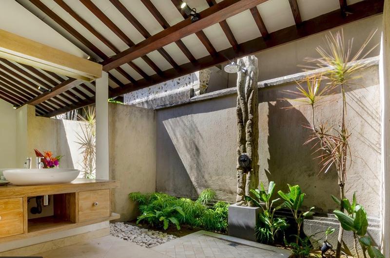 Villa Khajuraho Shower | Uluwatu, Bali