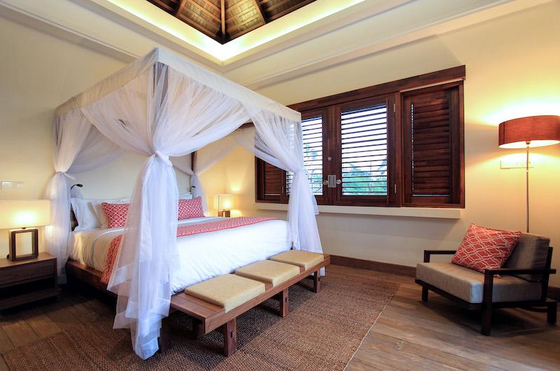 Villa Suar Tiga Spacious Bedroom with Four Poster Bed | Seminyak, Bali