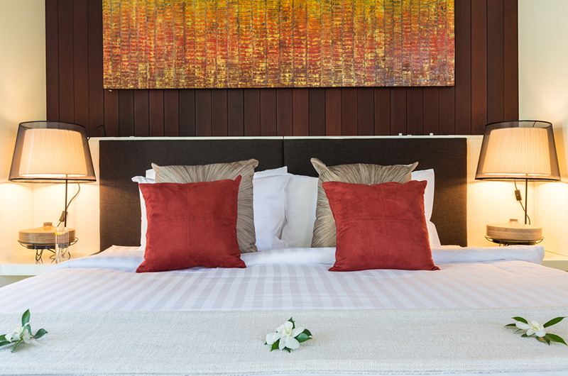 Villa Malabar Bedroom with Pillows | Laem Sor, Koh Samui