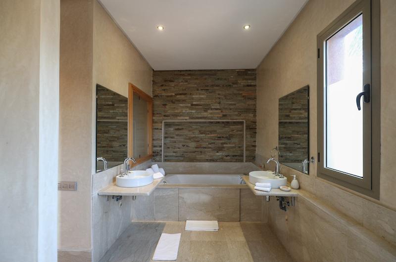 Villa Chamly 4 Bathroom with Bathtub | Marrakesh, Morocco