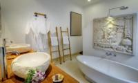 Hevea Villas One Bedroom Villa Bathtub | Seminyak, Bali