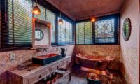 Villa Manis Beachfront Bathroom with Bathtub | Candidasa, Bali