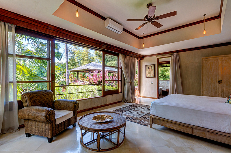 Villa Manis Beachfront Bedroom with Seating | Candidasa, Bali