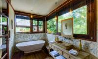 Villa Manis Beachfront Bathtub | Candidasa, Bali