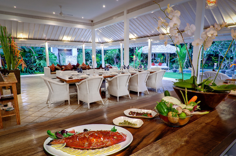Villa Sipo Kitchen and Dining Area with Garden View | Seminyak, Bali