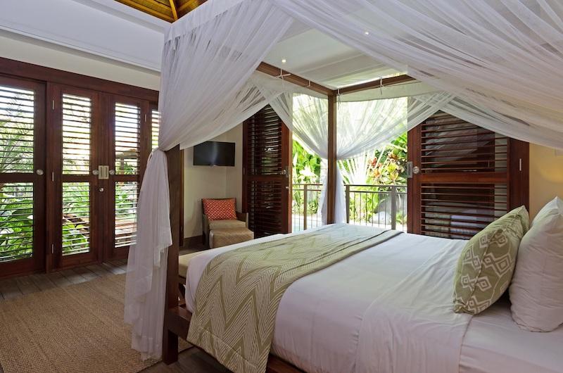 Villa Suar Empat Spacious Bedroom with Four Poster Bed | Seminyak, Bali
