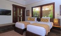 Villa Suar Empat Twin Bedroom with TV | Seminyak, Bali