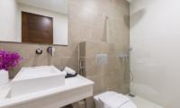Villa Vista Azul Bathroom   Chaweng, Koh Samui