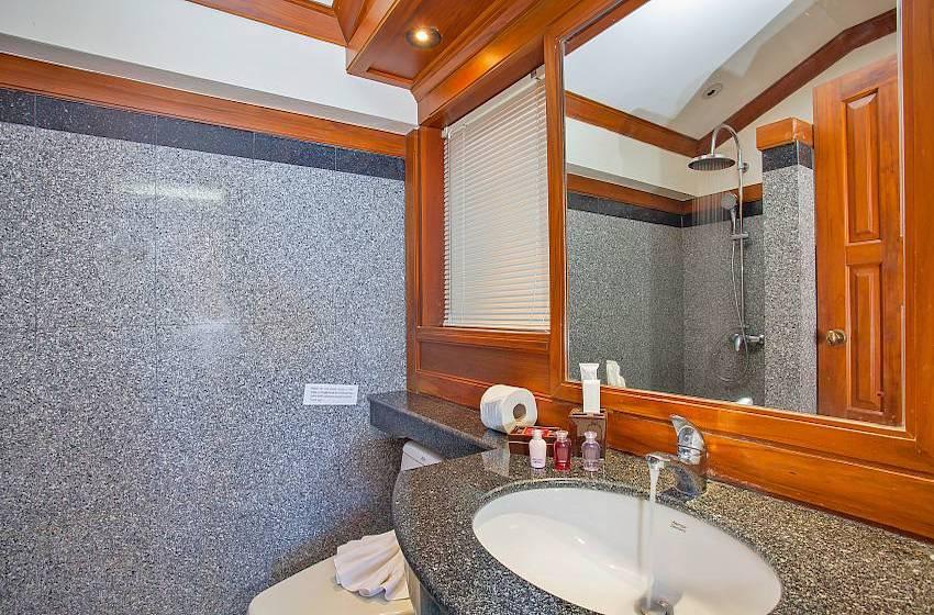 Villa Balie Bathroom with Shower | Patong, Phuket