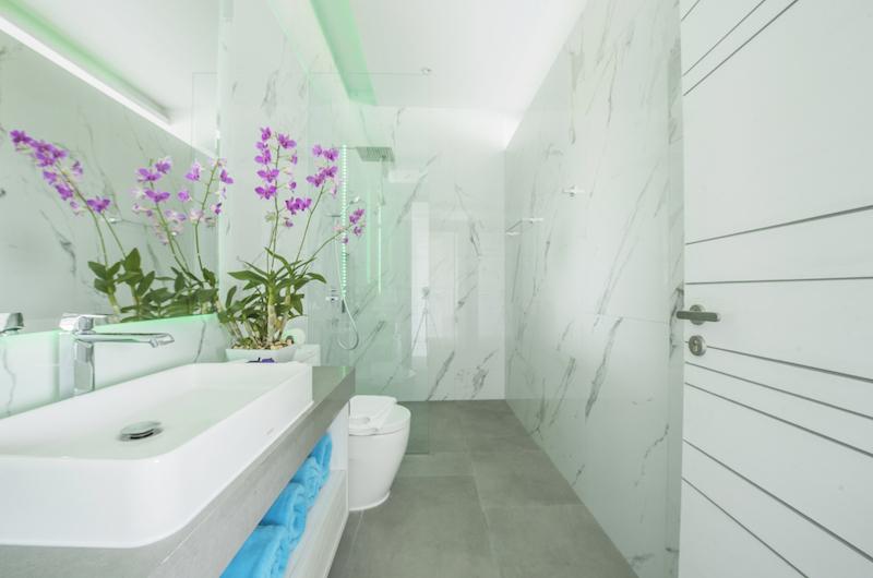 Villa Enjoy Green Suite Bathroom | Patong, Phuket