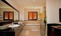 Villa Maan Tawan Bathroom with Bathtub | Layan, Phuket