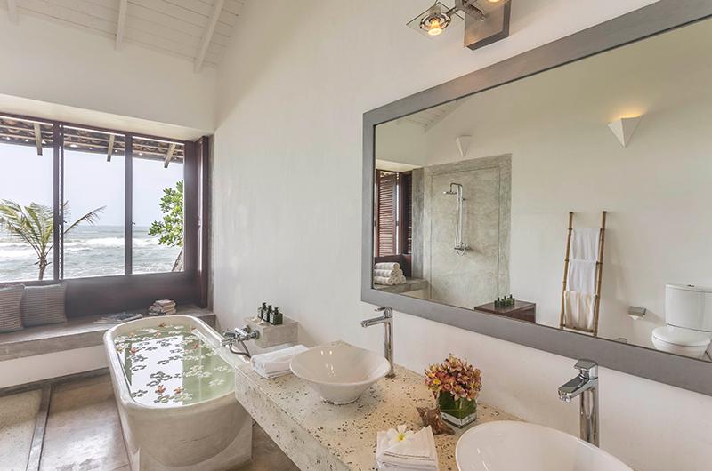 Villa Frangipani Tree Olive Ridley Upper Two Bathtub | Talpe, Sri Lanka