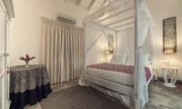 Villa Mawella Bedroom with Coffee Table | Tangalle, Sri Lanka