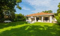 Villa Mawella Lawn | Tangalle, Sri Lanka
