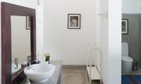Villa Mawella Bathroom Counter | Tangalle, Sri Lanka