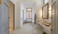 Villa Sulanga Bathroom with Bathtub   Habaraduwa, Sri Lanka