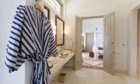 Villa Sulanga Bedroom with Ensuite Bathroom   Habaraduwa, Sri Lanka
