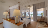 Villa Sulanga Spacious Bedroom with Four Poster Bed   Habaraduwa, Sri Lanka