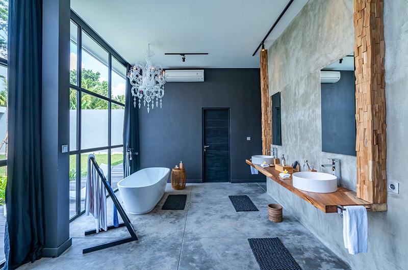 The Loft Open Bathroom with Bathtub | Ubud, Bali