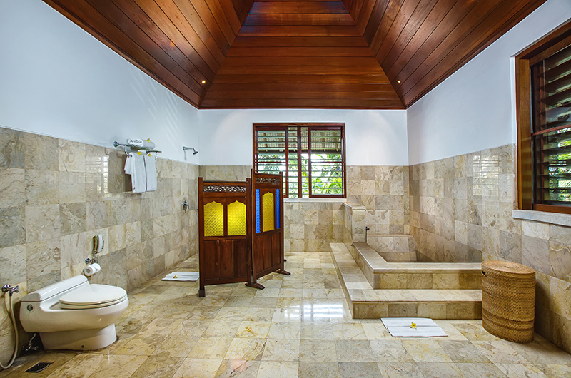 Villa Bukit Naga Bathroom with Bathtub | Gianyar, Bali